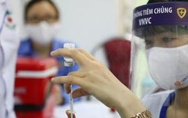 Đưa trẻ từ 12-17 tuổi đi tiêm vaccine COVID-19: Cha mẹ cần chuẩn bị và lưu ý những gì?