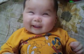 Xót xa bé gái 6 tháng tuổi sống trong cảnh mù lòa