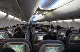 Sự thật về nơi bẩn nhất trên máy bay sẽ khiến bạn cảm thấy sốc