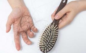Rụng tóc nhiều có phải do thiếu vitamin?
