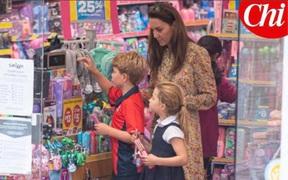 Công nương Kate lộ diện sau 60 ngày 'mất hút', đưa 2 con đi mua sắm với loạt cử chỉ tinh tế