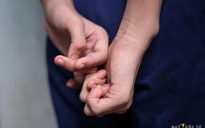 Ám ảnh cái xoắn tay ngăn nước mắt của cậu bé 12 tuổi và những nỗi đau mang tên mồ côi vì COVID-19