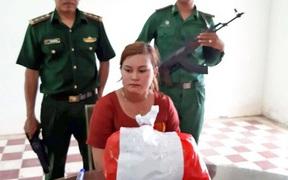 """Cuộc gặp định mệnh của kiều nữ 20 lần làm """"cửu vạn"""" ma túy qua biên giới"""