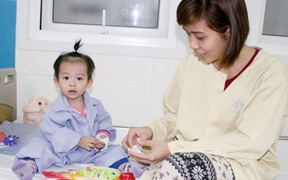 """Thành tựu y học Việt Nam: Mổ bằng """"người máy"""", giấc mơ có thật"""
