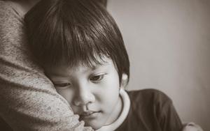 3 hành vi của trẻ bị hiểu lầm là EQ cao, thật ra chúng là biểu hiện của khao khát thầm kín thường bị bố mẹ bỏ qua