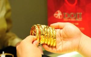 Giá vàng hôm nay 17/10: Mất đỉnh cao, giảm 300 nghìn đồng/lượng