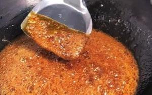 Nấu nước hàng kho thịt đừng cho đường ngay vào chảo, thêm bước này lên màu đẹp, không cháy đen