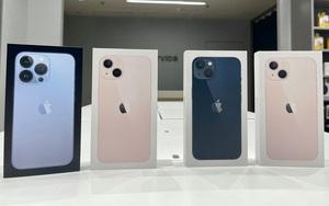 """iPhone 13 xách tay """"bay giá"""" hơn 10 triệu đồng chỉ sau vài ngày hàng chính hãng lên kệ"""
