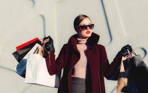 """Trong khi chúng ta cố bỏ tiền mua hàng hiệu thì người giàu thật sự họ không quan tâm đến quần áo, thậm chí họ """"chỉ cần đủ quần áo che thân"""""""