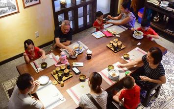 NÓNG: TP HCM chính thức cho phép quán ăn uống phục vụ tại chỗ từ ngày mai