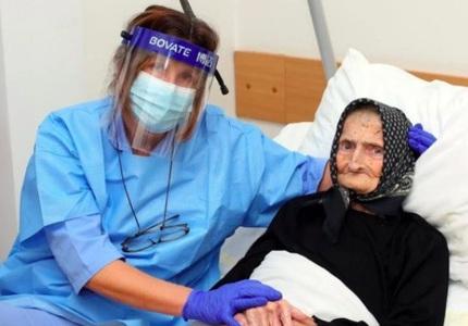 COVID-19 đầu hàng trước cụ bà 99 tuổi