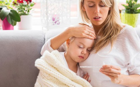 Trẻ bỗng dưng sốt - cần cho đi cấp cứu ngay khi có các dấu hiệu này