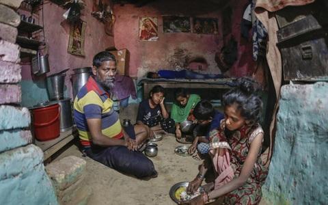 Bi kịch tiếp theo của người Ấn: Sẵn sàng bán thận để có tiền ăn cho các con, sợ hãi khi chủ nhà trọ đòi tiền