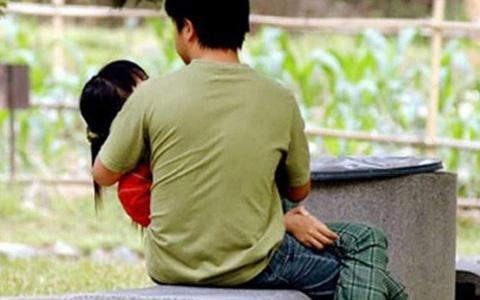 Thanh niên nhiễm HIV 2 lần dụ dỗ quan hệ tình dục với người yêu nhí 15 tuổi