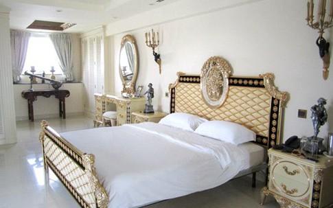 Thăm phòng ngủ trắng toát nhà sao Việt