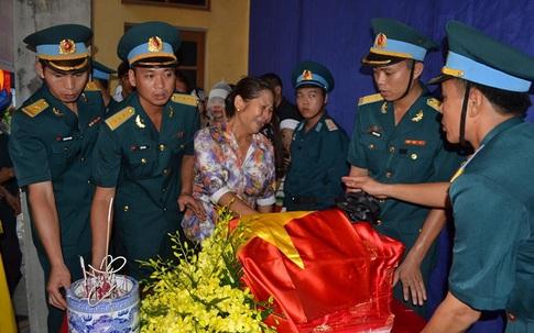 Xúc động tang lễ một chiến sĩ tổ bay CASA-212 hi sinh khi vợ mới mang bầu 7 tháng