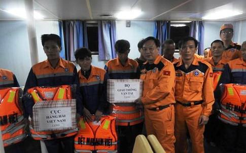 Nghệ An: Cứu sống 9 thuyền viên gặp nạn trên biển