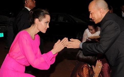 Angelina Jolie tái xuất phim trường không gầy gò, ốm yếu như lời đồn