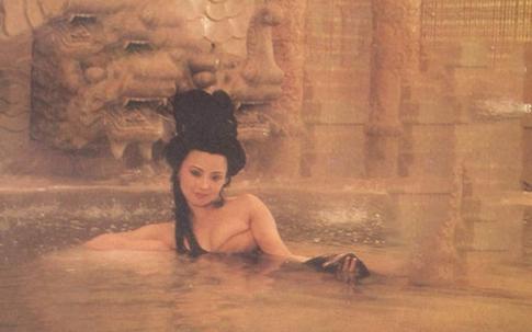 """Dân mạng Trung Quốc bất ngờ xôn xao vì một cảnh """"tắm tiên"""" từ 25 năm trước"""