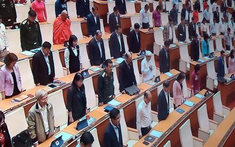 Quốc hội dành 1 phút tưởng niệm đồng bào tử nạn, chiến sĩ hy sinh do bão lũ miền Trung