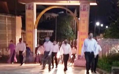 Nhiều giáo xứ ở Hà Tĩnh vẫn tập trung đông người để cầu nguyện trong những ngày cách ly xã hội