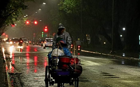 Những con người lặng lẽ mưu sinh giữa cái lạnh tê tái của mùa đông xứ Huế