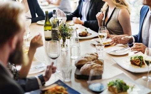 10 quy tắc lịch sự khi đi ăn ai cũng cần biết