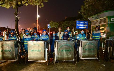 Hàng trăm lao công Hà Nội gồng mình, mất Tết dương lịch để dọn hơn 300 tấn rác thải tồn đọng
