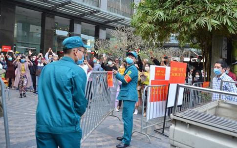 Hà Nội: Dỡ phong tỏa bên ngoài chung cư 88 Láng Hạ, cách ly y tế 14 ngày với tầng 10, 21 do liên quan BN1956