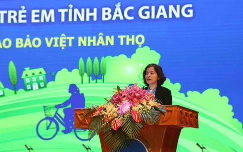 Quỹ Bảo trợ trẻ em Việt Nam và Bảo Việt Nhân thọ trao quà tặng cho trẻ em hiếu học có hoàn cảnh khó khăn tại Bắc Giang