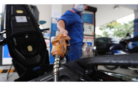 Giá xăng tăng mạnh, cao nhất trong vòng 7 năm qua