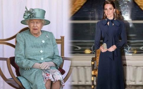 """Chiêu diện quần tất """"lách luật"""" Hoàng gia của Công nương Diana: Trước giờ chưa ai dám làm vậy!"""