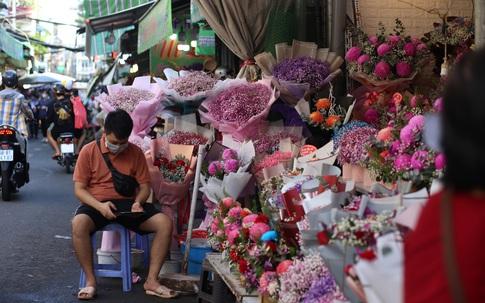 Sức mua yếu ngày Phụ nữ Việt Nam 20/10, tiểu thương chợ hoa Hồ Thị Kỷ than thở
