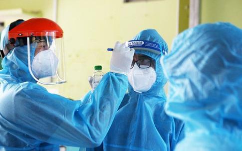 3 nữ nhân viên y tế dương tính, Hà Nội thêm 12 ca COVID-19