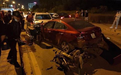 Hà Nội: 3 ô tô và 2 xe máy đâm liên hoàn trên đê Bát Tràng, 4 người bị thương