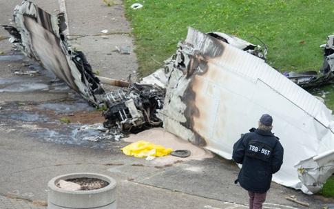 Máy bay gặp nạn hi hữu, dòng chữ ghi trên thân máy bay khiến nhiều người ám ảnh