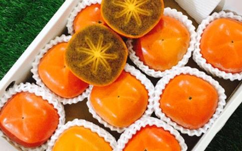 """""""Phát sốt"""" với giống hồng ruột đen """"quý tử"""" của Nhật có vị socola, giá bán hơn 350.000 đồng/quả tại Việt Nam"""