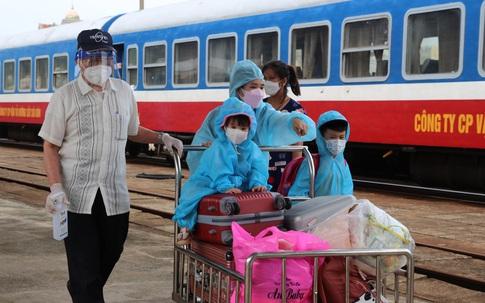 Hình ảnh xúc động từ chuyến tàu 'đặc biệt' đưa công dân Quảng Bình trở về quê hương