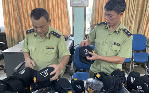 """Hà Nội thu giữ hàng ngàn khẩu trang """"hàng hiệu"""""""