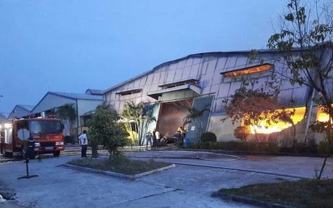 Thừa Thiên - Huế: Cháy lớn tại nhà máy sản xuất bao bì, nhiều tài sản bị thiêu rụi