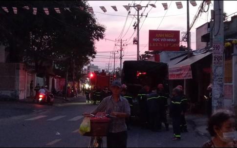 TP.HCM: Cháy lớn nhà dân ở quận 11, nhiều người thương vong