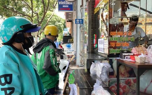 TP Hố Chí Minh cho phép hoạt động một số dịch vụ, mở cửa quán ăn chỉ bán mang về