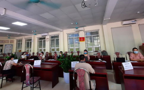 Nửa đêm, hàng nghìn phụ huynh Hà Nội đăng ký tuyển sinh vào lớp 1