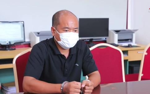 Thông chốt kiểm soát bất thành, người đàn ông dùng tay đánh vào mặt CSGT