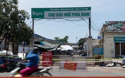 """Đêm nay, chợ đầu mối phía Nam mở cửa trở lại, Hà Nội """"mạnh tay"""" dẹp bỏ tình trạng lấn chiếm lòng đường, vỉa hè"""