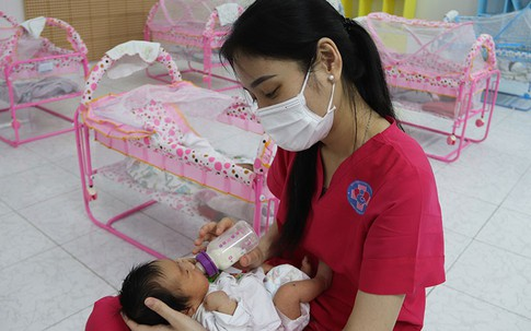 Chuyện bên trong khu chăm sóc trẻ sơ sinh có mẹ là FO khiến nhiều người rơi nước mắt