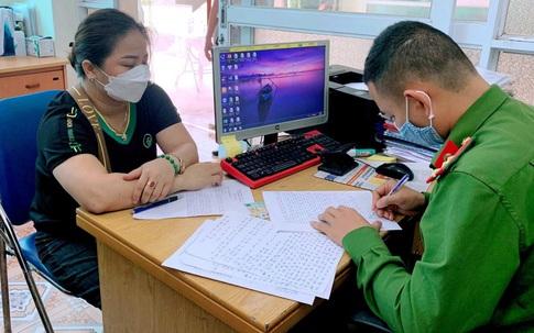 Quảng Ninh: Dán niêm phong cửa xe, phát hiện 1 người nằm trốn, không khai báo y tế