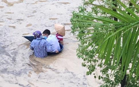 Quảng Ninh: Mưa lớn kéo dài, nhiều tuyến phố ngập sâu trong nước
