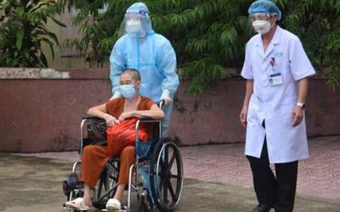 Nghệ An: Cho xuất viện 10 bệnh nhân mắc COVID-19, có những bệnh nhân tiên lượng nặng