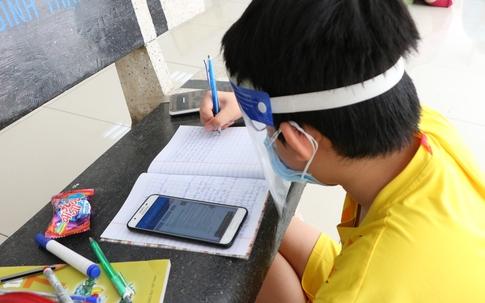 """Những hình ảnh ấn tượng về """"lớp học online dã chiến"""" tại Sài Gòn"""
